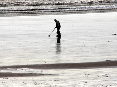 Winter beach metal detecting – the chills and thrills!