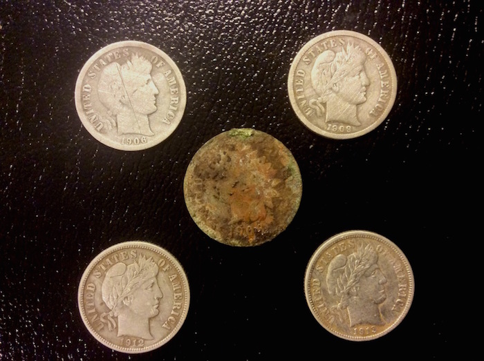 Metal Detecting Coin Pocket Spills!