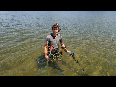 Metal Detecting the Lake Sandbar!