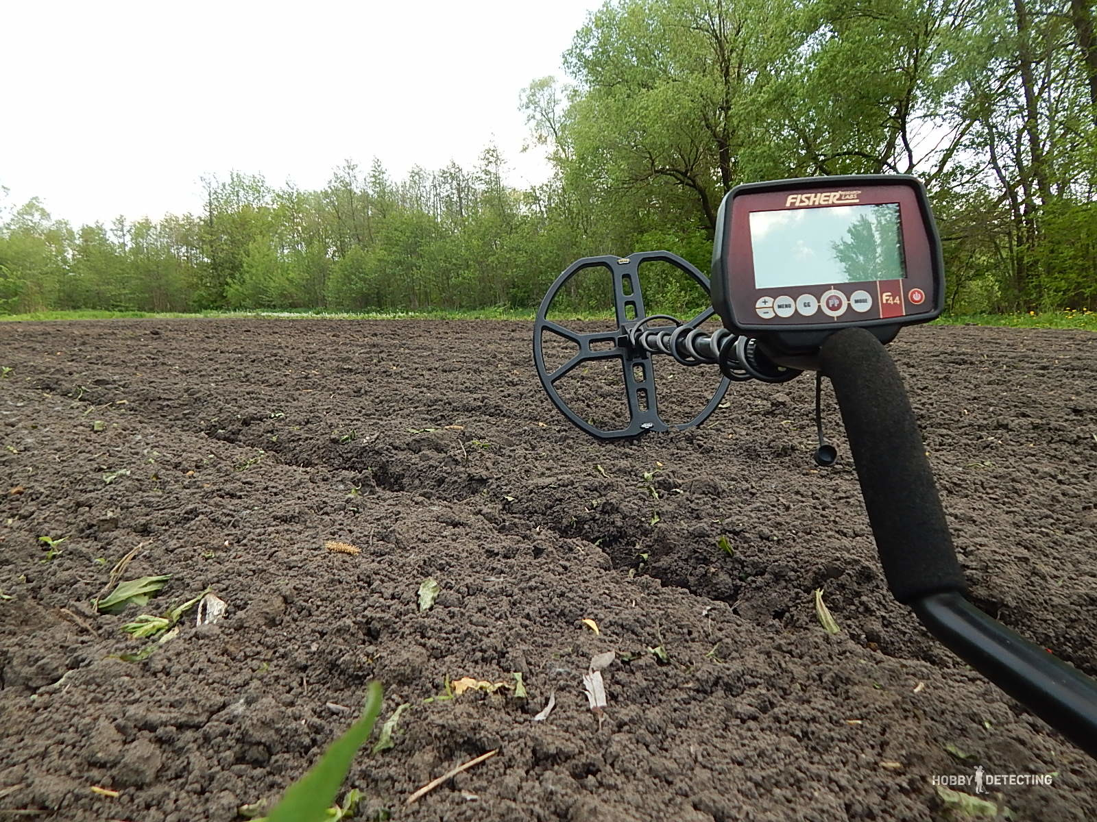 How deep does the Fisher F44 detect? (Test, Video+)