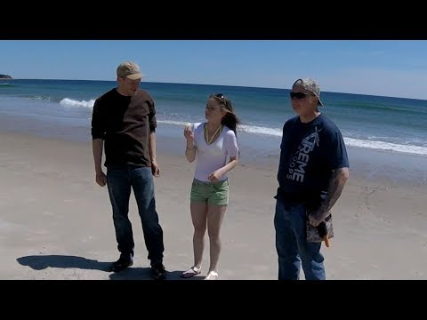 Beach Metal Detecting Hunt – Silver, gold, lemons and Messy Hole