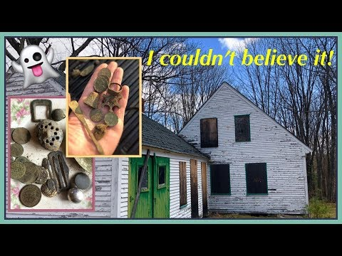 Metal detecting & exploring the abandoned 1760 home!