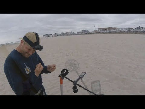 Beach Metal Detecting Hunt #94 – Back on the beach with Messy Hole