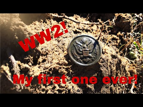 I FOUND A WW2 BUTTON!!!! Metal Detecting