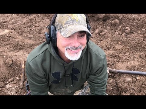 Camp Juicy Hole (Ep 2) WOW!! What a hunt!!! Piles found metal detecting!