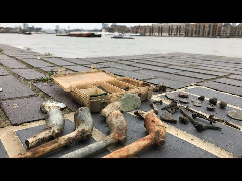 Mudlarking On The River – Found Clay Pipes and Old Coin! | Nugget Noggin