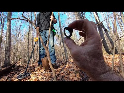 Exploring And Metal Detecting: Gold Mine Found!