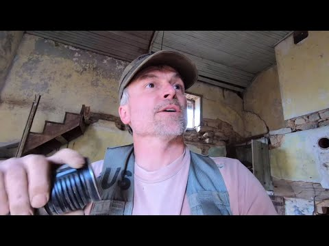 Metal Detecting And Exploring A Pre-1800 Abandoned House